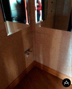 baños con encimeras y lavabos en Corian