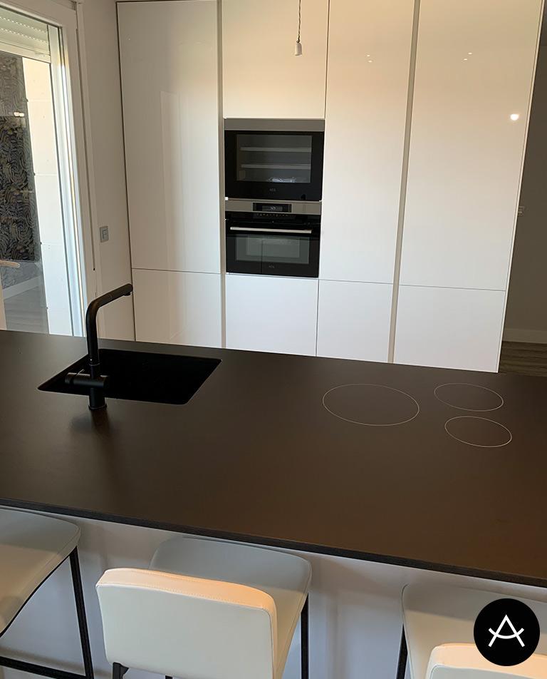reforma cocina arrital ak project tecnolux blanco brillo